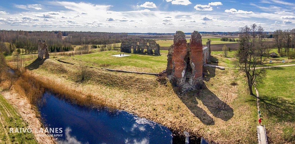 Laiuse ordulinnuse varemed