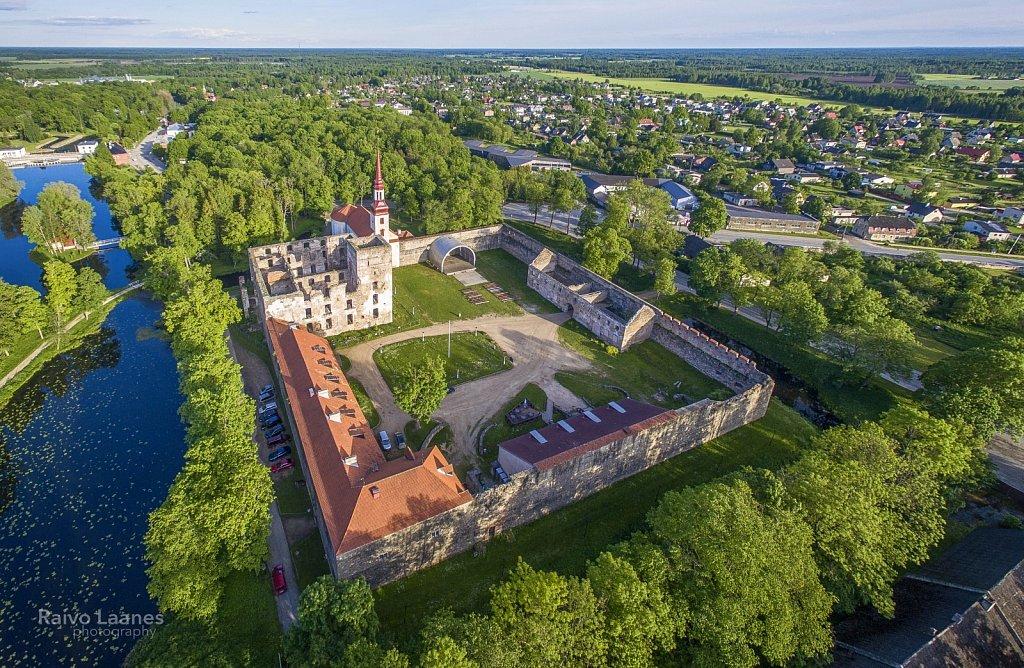 Põltsamaa lossihoov