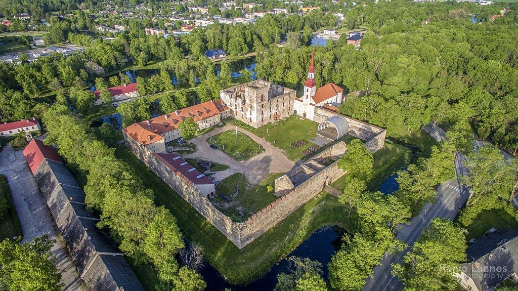 Põltsamaa lossihoov 2