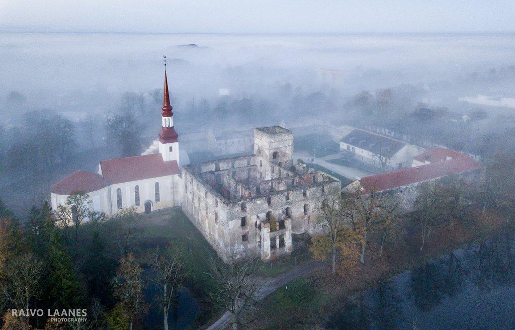 Hommikuudus Põltsamaa lossivaremed
